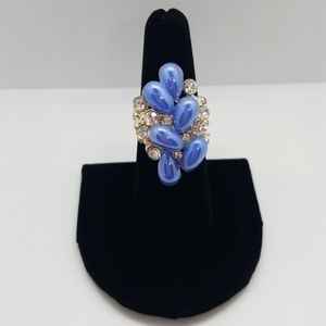 Jewelry - BEAUTIFUL VINTAGE PERIWINKLE COLORED JEWELED RING